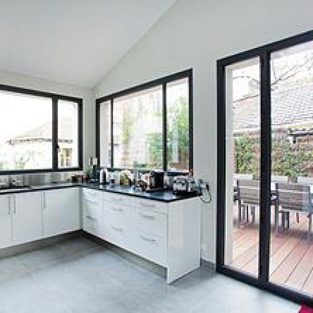 pose fenetre pvc en feuillure reglages fenetres pvc ajustement verticale with pose fenetre pvc. Black Bedroom Furniture Sets. Home Design Ideas