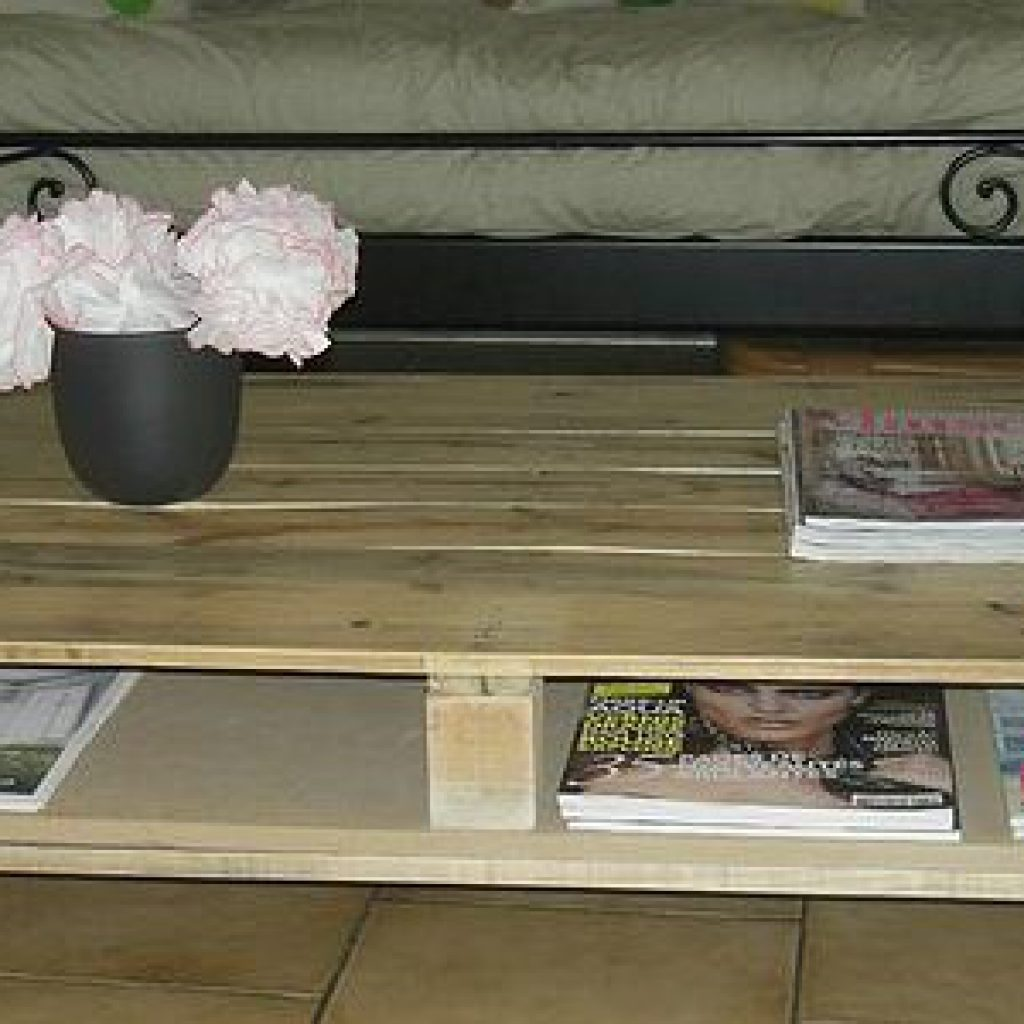 cr er une table basse en palette conseils de mon caoch brico. Black Bedroom Furniture Sets. Home Design Ideas