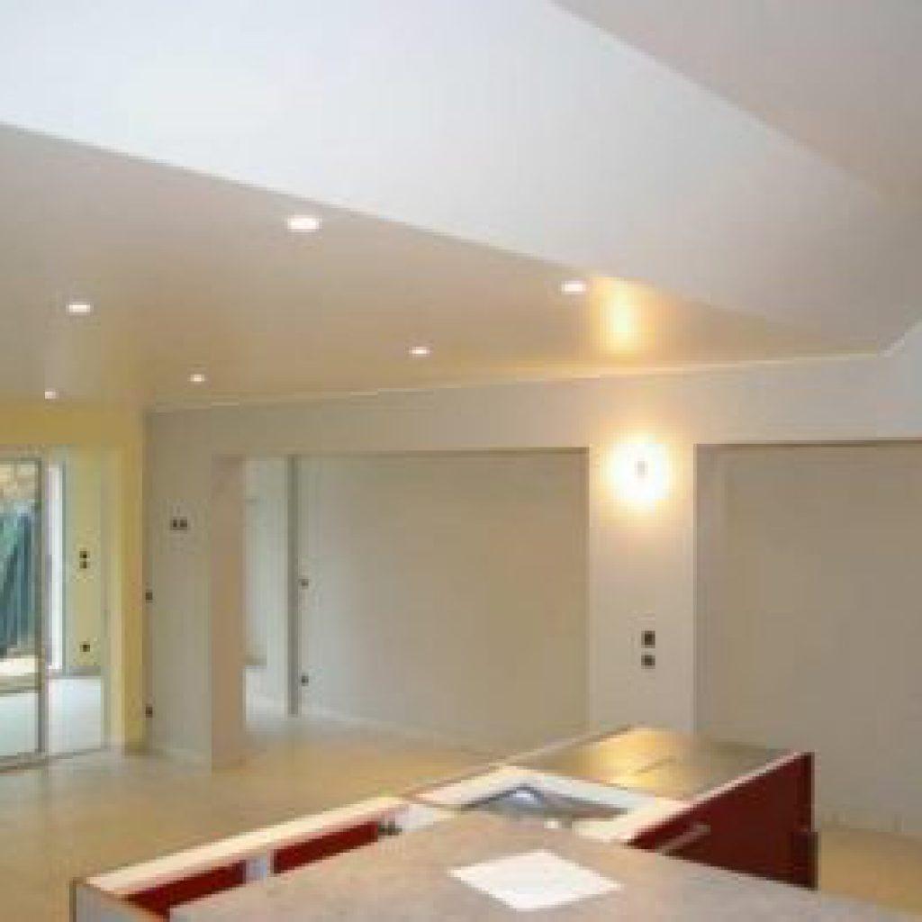 comment peindre un plafond d couvrez nos conseils et astuces. Black Bedroom Furniture Sets. Home Design Ideas