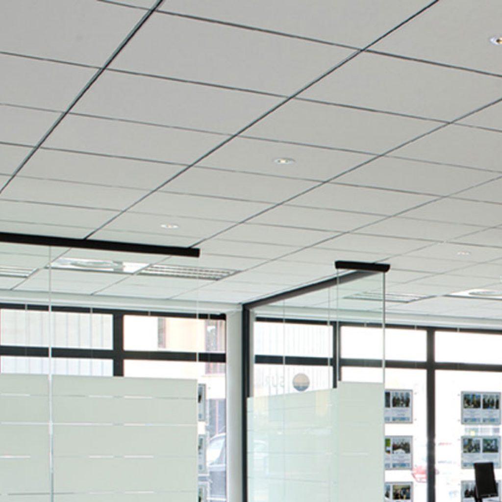 Faux plafonds tout ce qu 39 il faut savoir avant de se lancer for Type de faux plafond