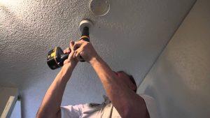 comment encastrer un spot au plafond