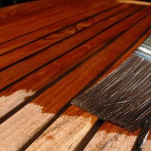 appliquer du vernis sur du bois
