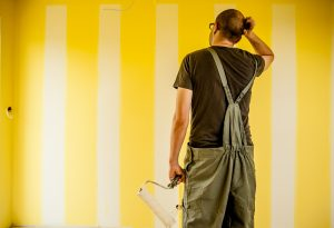 Peindre des bandes sur un mur