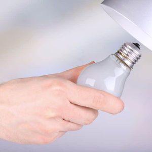 Comment installer une douille d'ampoule?
