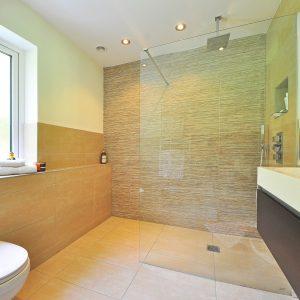 Installer une paroi de douche