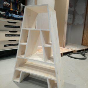 réalisation d'une étagère en forme de A