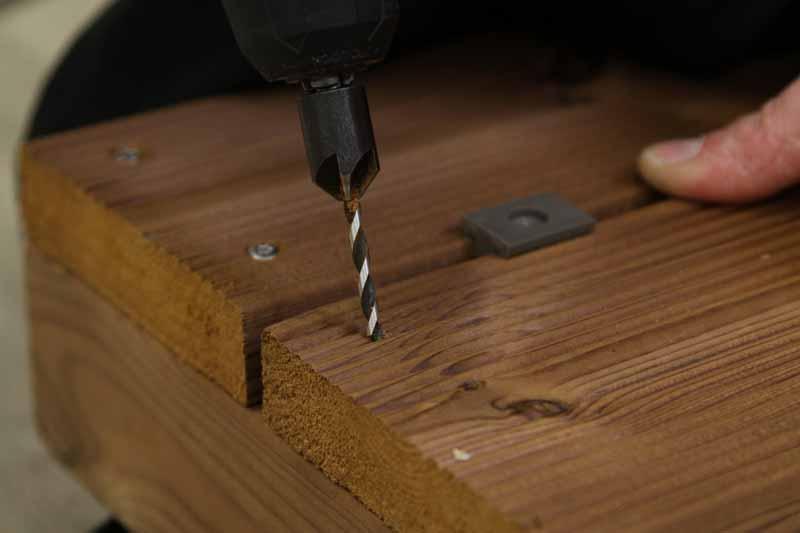 Comment faire une terrasse en bois : fixation des lames