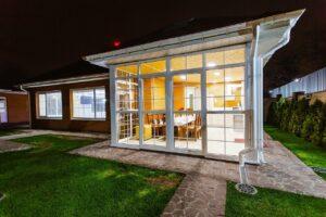 Agrandir sa maison : les avantages d'une véranda