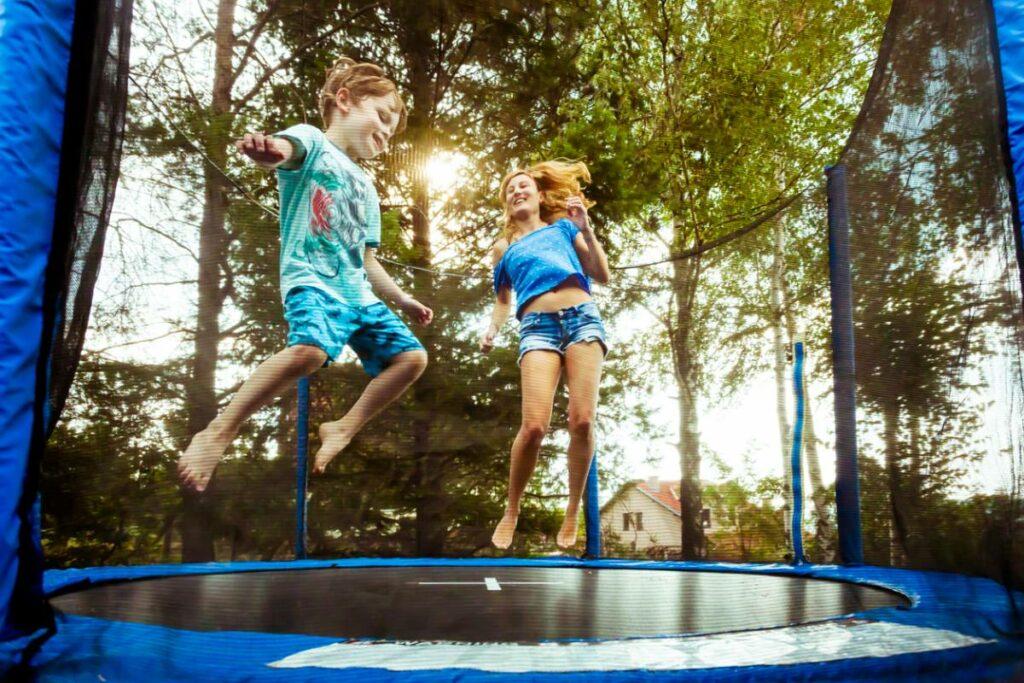 Est-il difficile de monter soi-même un trampoline ?